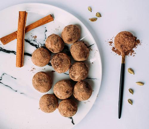 The Spice Emporium Morethanmumsza energy date balls recipe